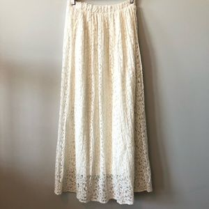 Vintage cream lace midi skirt. Size Small